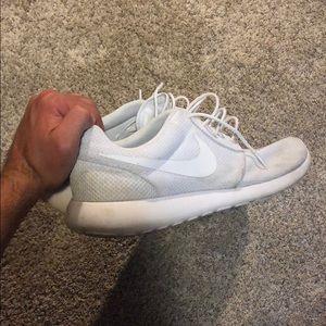 Size 12 Nike roshe run